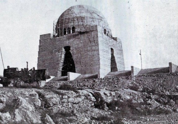 Under-construction-mazaar-e-Quaid